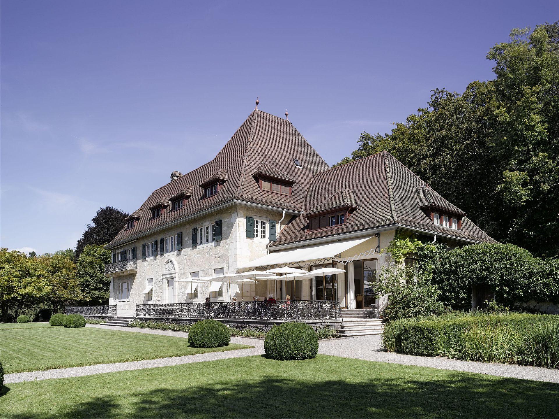 Who Owns Villa Paul In Hampton Bays Ny