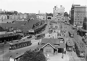 Circular Quay railway station - Eastbound view along Alfred Street, the future location of the Circular Quay station, before the construction of the rail viaduct with the ferry wharves on the left