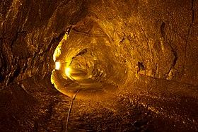 Die Lavaröhre oder Lavatunnel 280px-Thurston_Lava_Tube%2C_Big_Island