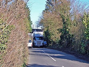 English: Tight Squeeze Access north of the A2 ...