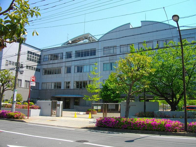 ファイル:Tokyo Metropolitan Higashi High School.JPG