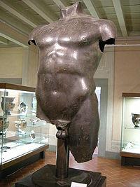 Torso maschile bronzeo greco da livorno, 480-470 ac..JPG