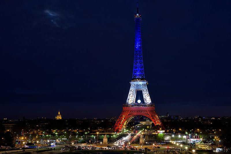 File:TourEiffel BleuBlancRouge (pixinn.net).jpg