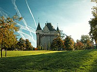 Tour de la Porte de Hal dans Sohn jardin 01.jpg