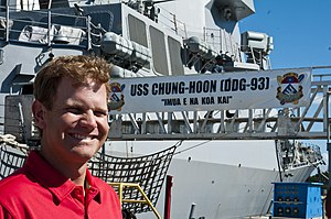 US Navy 120109-N-XD424-141 Professional golfer and former Navy Lt. Billy Hurley poses for a photo in front of the guided-missile destroyer USS Chun.jpg