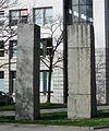 Ulrich Rueckriem Finnischer Granit gespalten 1992-93 Goethe-Institut Muenchen-3.jpg