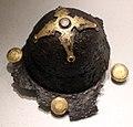 Umbone di scudo in ferro con guarnizioni dorate, da besenello, VII secolo dc.jpg