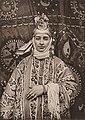 Une femme Juive de Samarkand en atours de cérémonie.jpg