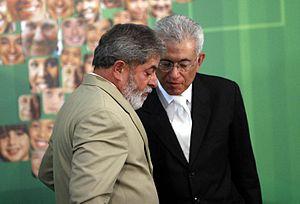 Roberto Mangabeira Unger - Minister Unger speaking to President Lula in 2007.