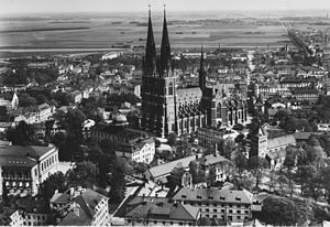 Uppsala aerial view 1940 Cathedral University old town photo.jpg