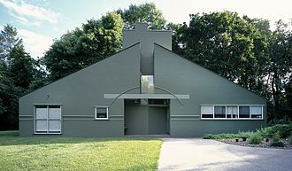 Vanna Venturi House - Front facade (view from north-east)