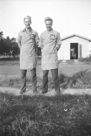 Hunt's - Image: Val Vita Foods Hunts foods workers circa 1940
