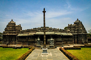 Veera Narayana Temple, Belavadi - Image: Veeranarayana temple in belavadi Karnataka state India
