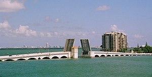 Venetian Causeway - Image: Venetian Causeway west drawbridge viewed from Mac Arthur Causeway (2014)
