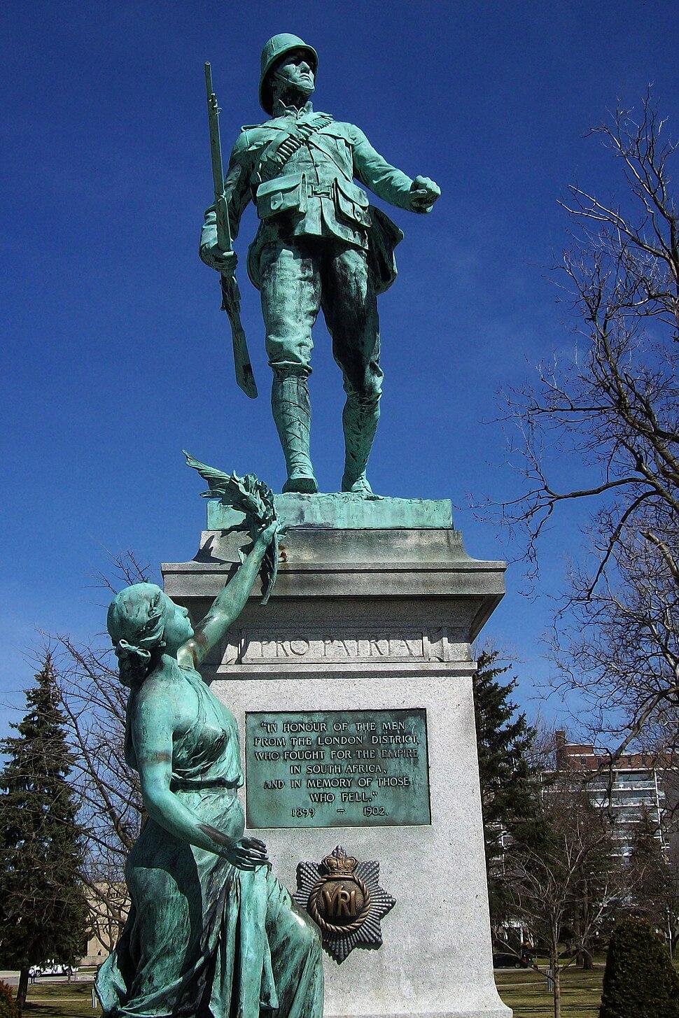 Victoria Park WWI statue06