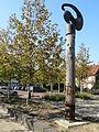 Vierlingsbeek - Sculptuur op het plein op de hoek van de Spoorstraat en de Vrijthof.jpg