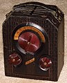 Vintage Majestic Camera-Style Portable Radio, Model 130, Broadcast Band Only (MW), 3 Tubes, Battery Powered, Made In USA, Circa 1939 (14701105659).jpg