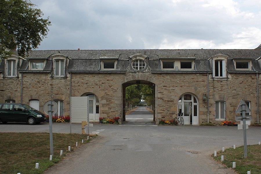 Entrée de Notre-Dame de Prières, vue de l'intérieur. Fr-56-Billiers.