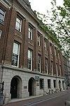 foto van Bankgebouw met conciergewoning
