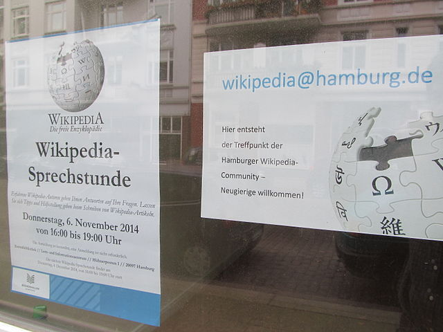 https://commons.wikimedia.org/wiki/File:WP-B%C3%BCro_Hamburg-Aushang1.JPG