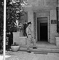 Wachtpost voor de ambtswoning van de president van Israel, Bestanddeelnr 255-4240.jpg