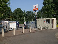 Walthamstow Queens Road stn entrance.JPG