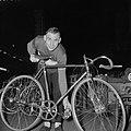 Wielerzesdaagse in het sportpaleis te Antwerpen Wim van Est, Bestanddeelnr 909-3566.jpg