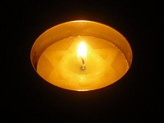 Yahrzeit candle - Special yellow Yizkor candle for Yom HaShoah