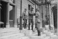 Zdenko von Lobkowitz (links), Kaiser Karl I. (mitte) Wilhelm von Cavallar (rechts).png