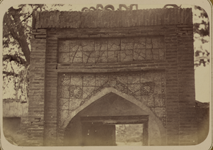 Zeravshan Okrug. Inscriptions above the Door Leading Toward the Crypt of Saint Makhdum Azam in the Village of Dakhbit WDL3895.png