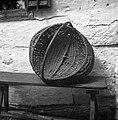 """""""Košarna"""" (za krompir in sadje pobirat, ima 2 locaja- eden za držat, drugi za rob, spredaj in zadaj """"vamp""""). Kočarija 1956.jpg"""