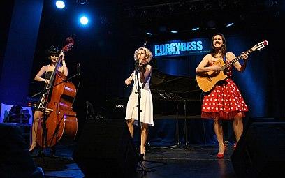 Österreichischer Kabarettpreis 2011 (02) Die Dornrosen.jpg