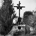 Železen nagrobni križ na pokopališču v Mokronogu 1951 (2).jpg