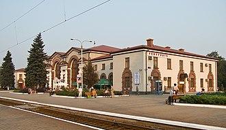 Yasynuvata - Image: Вокзал станції Ясинувата Пасажирська