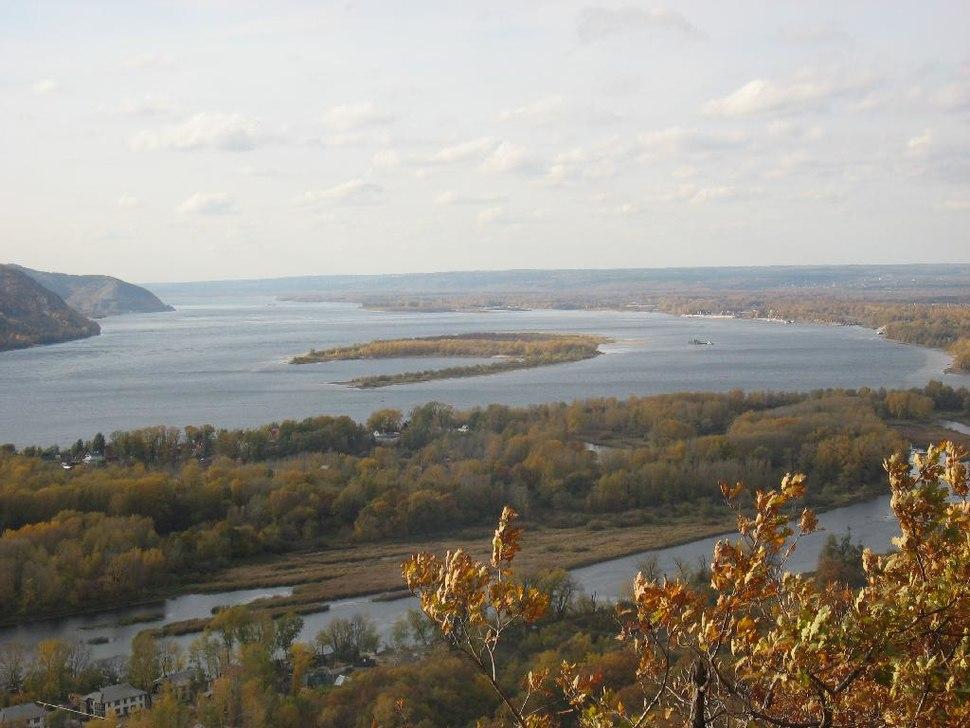 Волга у Жигулей осенью