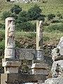 Навершие колонн храма Домициана. Сельчук. Турция. Июнь 2012 - panoramio.jpg