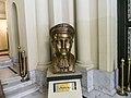 تمثال فنان الشعب سيد درويش في دار أوبرا إسكندرية 1.jpg