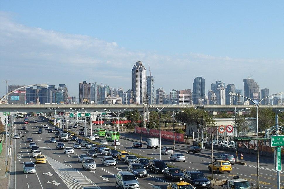 由臺中港路、安和路口天橋 往東看新市政專用區【2015年1月】