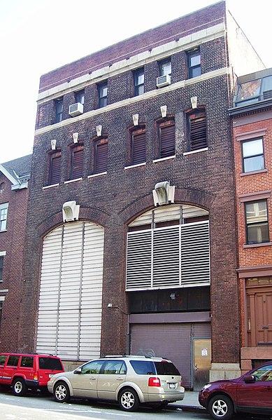 File:137 Christopher Street Greenwich Street facade.jpg