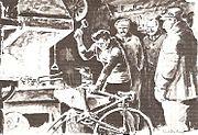 Dessin en noir et blanc d'un homme réparant son vélo, à côté d'autres hommes le regardant, dans une salle.