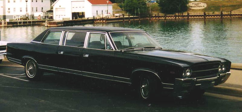 800px-1969_AMC_Ambassador_limousine_in_Wisconsin_sideF.JPG