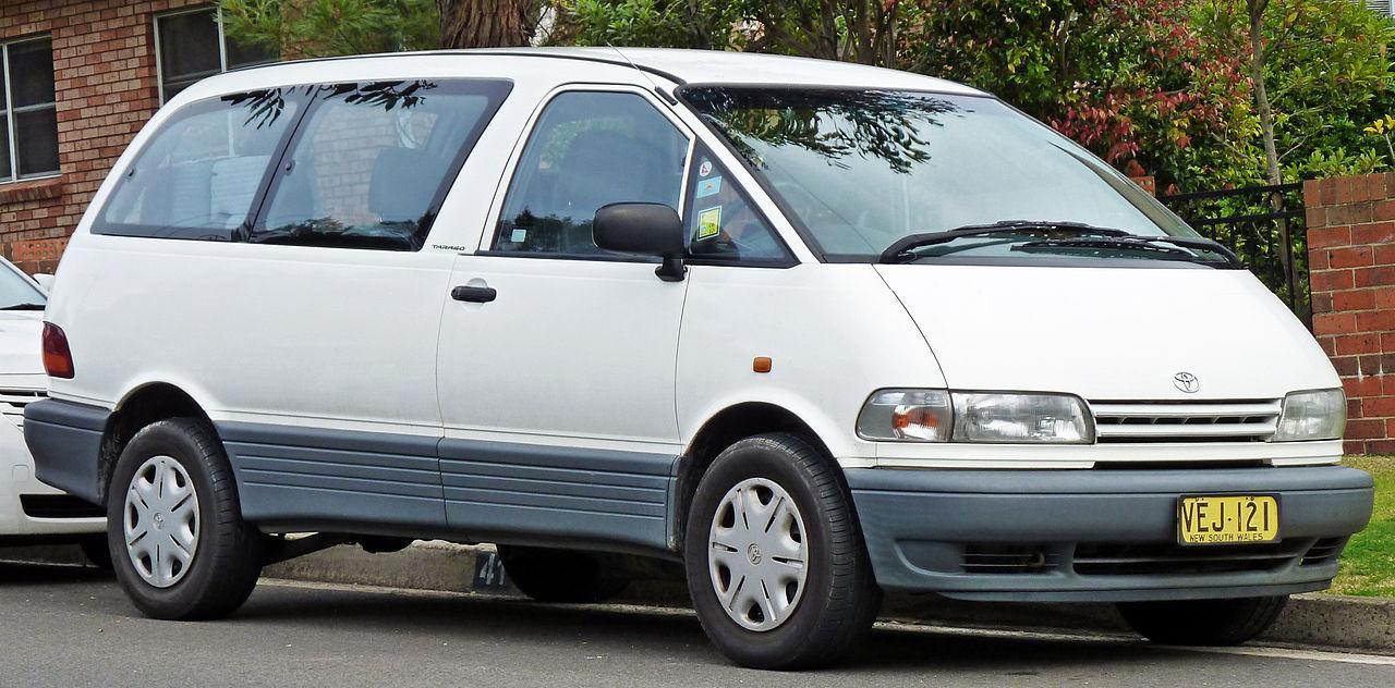 1996-2000 Toyota Tarago (TCR10R) GLi van 02.jpg