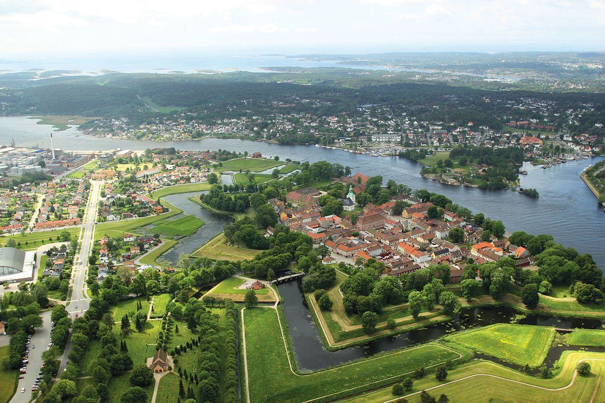 File 2 10 Old Town Fredrikstad Jpg Wikimedia Commons