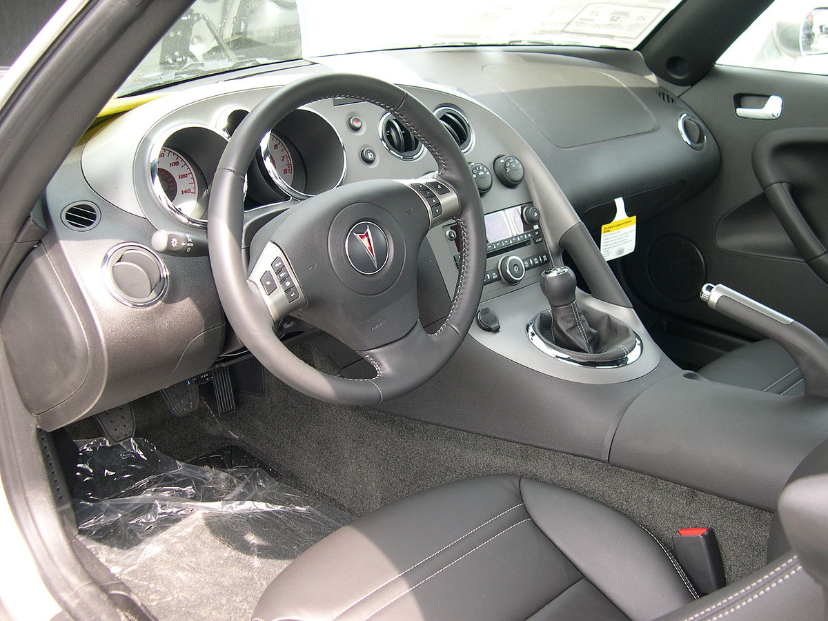 File 2006 Pontiac Solstice Interior Jpg Wikimedia Commons