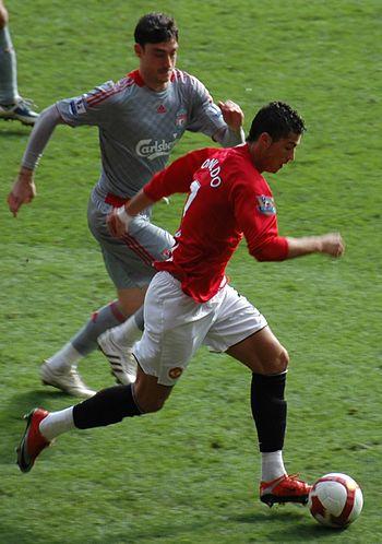 2009-3-14 ManUtd vs LFC Ronaldo Tackling cropped