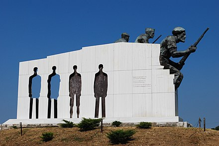 Memorial to the Greek Resistance on the road to Distomo. 20090802 distomo05.jpg