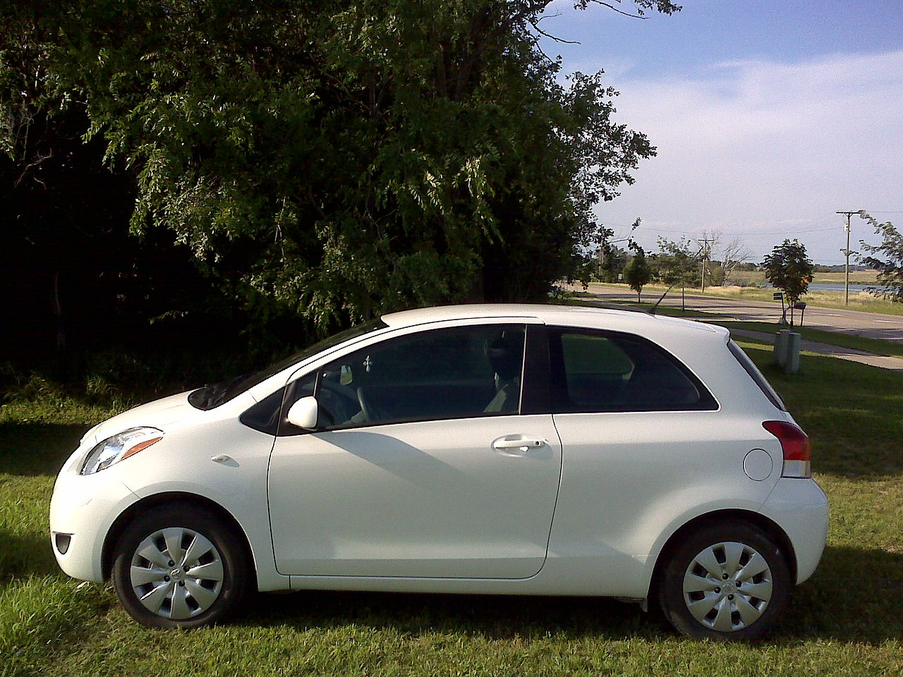 File:2010 2 Door Toyota Yaris
