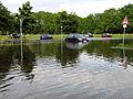 2013-05-31 Biermannstraße Celle, 07b3c02, geparkte Autos im Hochwasser auf dem Parkplatz an der Aller.JPG