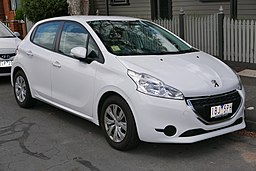 2014 Peugeot 208 (A9 MY13) Active 5-door hatchback (2015-11-13) 01