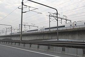 20151014380B列车通过钱江铁路新桥.jpg